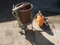 Dinamizzatore e pompa a spalla per applicare il preparato nei filari